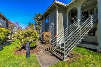 Redmond Condo/Townhouse For Sale: 17305 NE 45th St #131