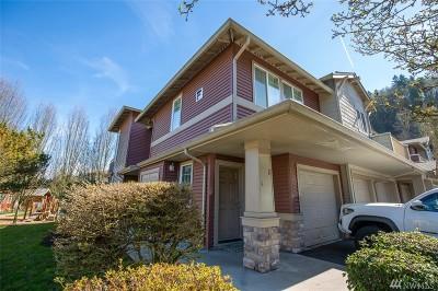 Renton Condo/Townhouse For Sale: 15325 SE 155th Place #F2