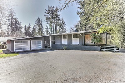 Lakewood Single Family Home For Sale: 9902 Lake Steilacoom Dr SW