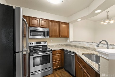 Bothell Condo/Townhouse For Sale: 15300 112th Ave NE #A205