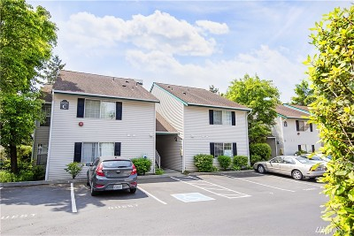 Renton Condo/Townhouse For Sale: 4231 NE 5th St #C102