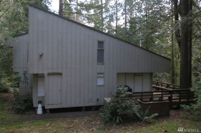 Single Family Home For Sale: 318 E Pointes Dr E