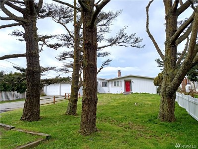 Oak Harbor Multi Family Home For Sale: 1909 West Beach Rd