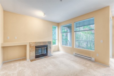 SeaTac Condo/Townhouse For Sale: 21507 42nd Ave S #E-2
