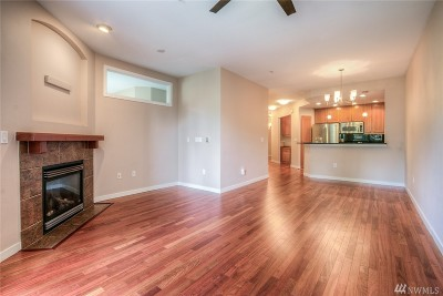 Sammamish Condo/Townhouse For Sale: 4309 Issaquah Pine Lake Rd SE #102
