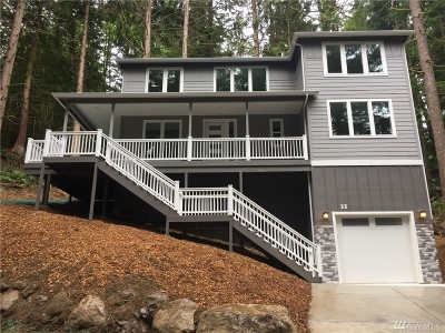 Bellingham Single Family Home For Sale: 32 Hillside Place