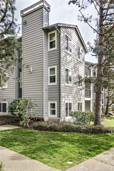 Kenmore Condo/Townhouse For Sale: 6700 NE 182nd St #D104