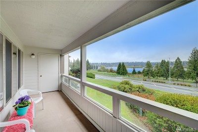 Mountlake Terrace Condo/Townhouse For Sale: 23501 Lakeview Dr #D-201