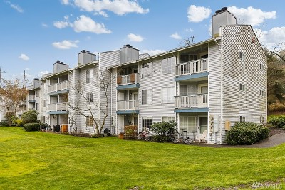 Bothell Condo/Townhouse For Sale: 10822 E Riverside Dr #A305