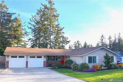 Oak Harbor Single Family Home For Sale: 1208 Crescent Dr