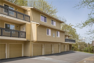Issaquah Condo/Townhouse For Sale: 515 Newport Wy NW #C2