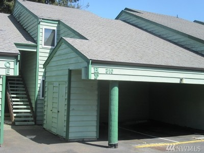 Burien Condo/Townhouse For Sale: 310 S 174th Place #310F