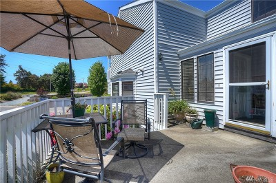 Tacoma Condo/Townhouse For Sale: 2801 N Narrows Dr #D1