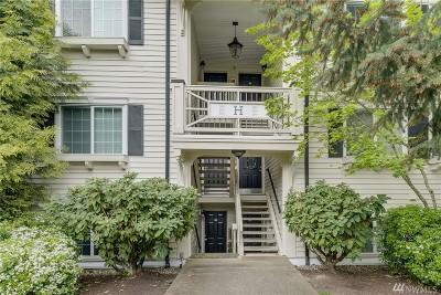 Everett Condo/Townhouse For Sale: 12404 E Gibson Rd #H303