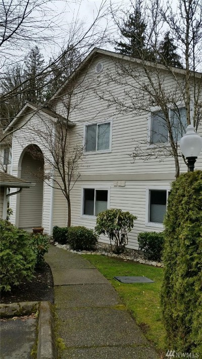 Bothell Condo/Townhouse For Sale: 2201 192nd St SE #S-204