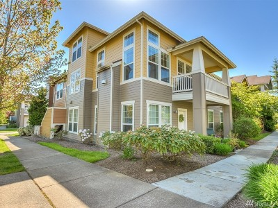 North Bend, Snoqualmie Condo/Townhouse For Sale: 7711 Fairway Ave SE #201