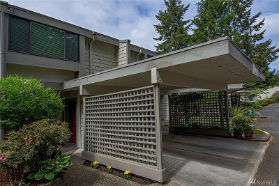 Mountlake Terrace Condo/Townhouse For Sale: 22717 Lakeview Dr #A5