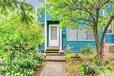 Everett Condo/Townhouse For Sale: 4404 Terrace Dr #1