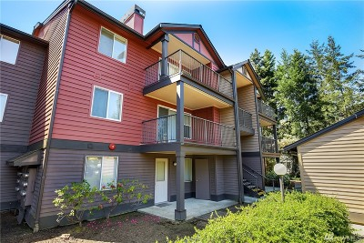 Newcastle Condo/Townhouse For Sale: 13209 Newcastle Wy #A106