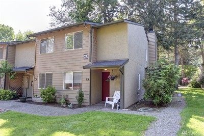Issaquah Condo/Townhouse For Sale: 220 Newport Wy NW #E37