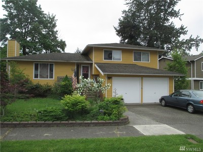 Renton Single Family Home For Sale: 3201 SE 19th Ct