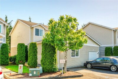 Puyallup Condo/Townhouse For Sale: 617 7th St SE #4