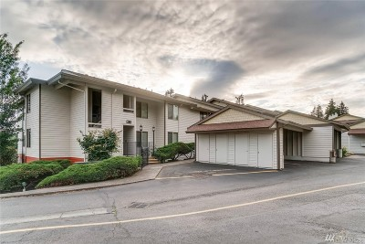 Mountlake Terrace Condo/Townhouse For Sale: 23501 Lakeview Dr #D-106