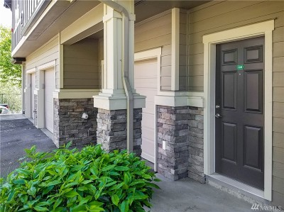 Snohomish Condo/Townhouse For Sale: 1900 Weaver Rd #R203