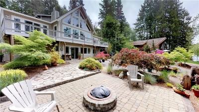Single Family Home For Sale: 201 E Heron Cove