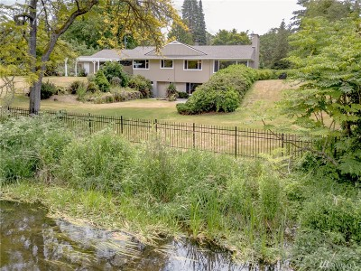 Lakewood Single Family Home For Sale: 11411 Clovercrest Dr SW