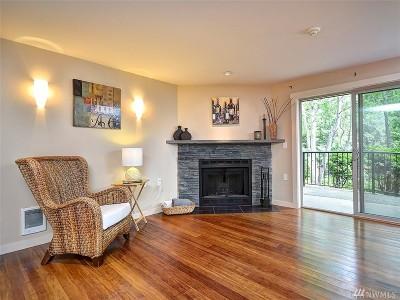 Redmond Condo/Townhouse For Sale: 15152 NE 82nd St #102