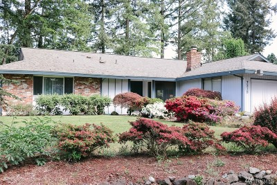 Lakewood Single Family Home For Sale: 7215 Onyx Dr SW