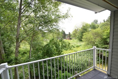 Bothell Condo/Townhouse For Sale: 2009 196th St SE #G203