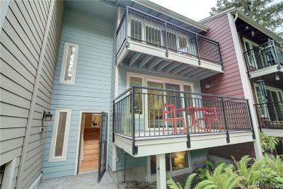 Shoreline Condo/Townhouse For Sale: 766 N 161 Place