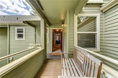 Issaquah Condo/Townhouse For Sale: 4049 223rd Place SE #2027