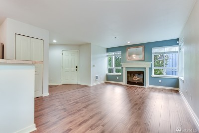 Bothell Condo/Townhouse For Sale: 3908 243rd Place SE #Q201