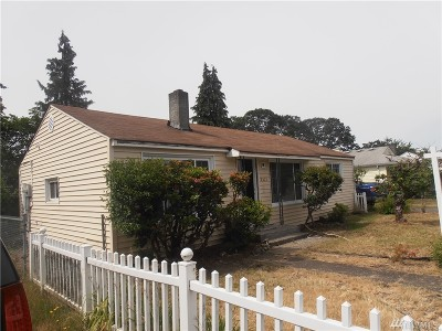 Lakewood Single Family Home For Sale: 3202 S 84th St