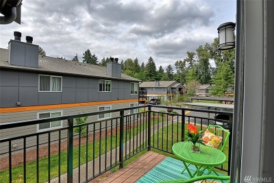 Bothell Condo/Townhouse For Sale: 10831 147th Lane #R202