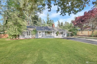 Lakewood Single Family Home For Sale: 11617 Interlaaken Dr SW