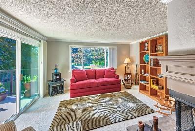 Everett Condo/Townhouse For Sale: 13009 E Gibson Rd #Q229