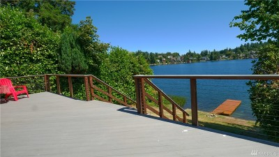 Lakewood Single Family Home For Sale: 385 Lake Louise Dr SW
