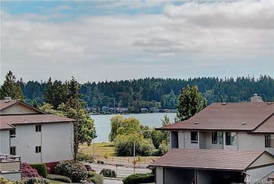 Mountlake Terrace Condo/Townhouse For Sale: 23407 Lakeview Dr #G302
