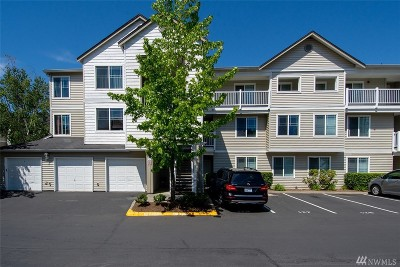 Bothell Condo/Townhouse For Sale: 2009 196th St SE #C202