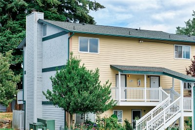 Everett Condo/Townhouse For Sale: 8823 Holly Dr #D201