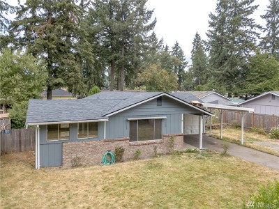 Lakewood Single Family Home For Sale: 9811 Winona St SW