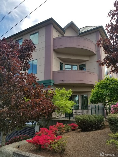 Everett Condo/Townhouse For Sale: 3501 Colby Ave #304