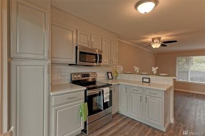 Everett Condo/Townhouse For Sale: 713 75th St SE #B104