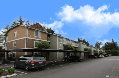 Everett Condo/Townhouse For Sale: 9917 Holly Dr #B-304