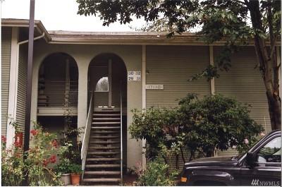 Redmond Condo/Townhouse For Sale: 17208 NE 45th St #32