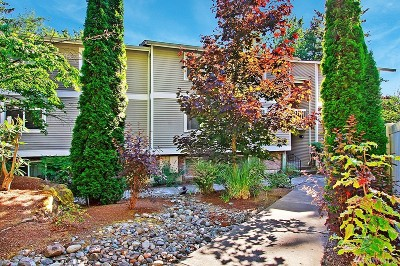 Bellevue Condo/Townhouse For Sale: 4519 125th Ave SE #A204